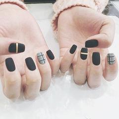 方圆形黑色灰色金银线格纹磨砂美甲图片