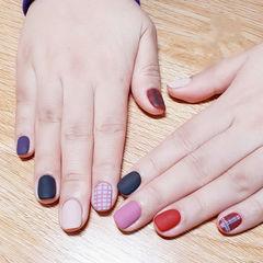 方圆形白色紫色黑色红色粉色格纹磨砂跳色美甲图片
