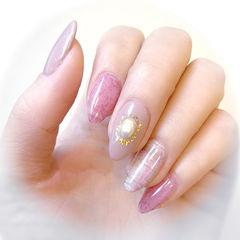 尖形粉色裸色格纹珍珠简约美甲图片
