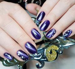 圆形紫色猫眼星星美甲图片