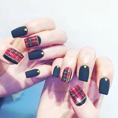 方形红色黑色格纹磨砂美甲图片