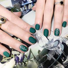 圆形绿色磨砂波点美甲图片