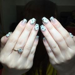 方形银色渐变手绘花朵新娘美甲图片