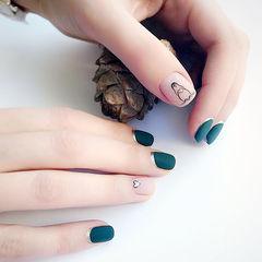 方圆形墨绿色裸色手绘可爱企鹅磨砂墨绿色美甲美甲图片