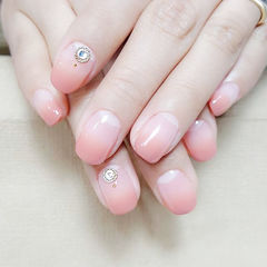 方圆形粉色渐变钻简约新娘上班族美甲图片