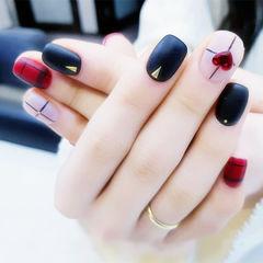 方圆形黑色红色白色格纹心形磨砂跳色美甲图片