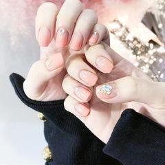 方圆形粉色渐变钻新娘美甲图片