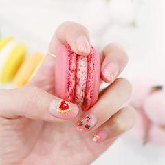方圆形粉色渐变钻心形亮片水果草莓美甲图片