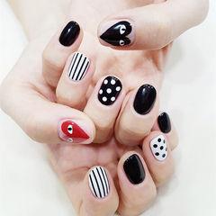 圆形黑色白色红色手绘心形条纹波点美甲图片