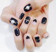 方圆形黑色金银线心形珍珠美甲图片