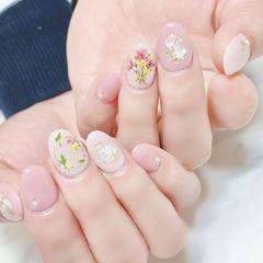 圆形粉色白色贝壳片干花金箔春天日式美甲图片
