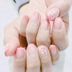 方圆形粉色渐变手绘花朵简约新娘上班族春天美甲图片