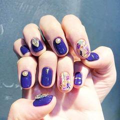 圆形紫色钻贝壳片金箔美甲图片