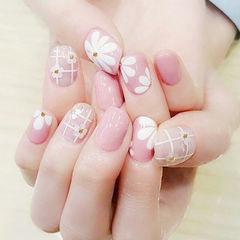 方圆形粉色手绘花朵亮片日式新娘美甲图片