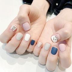 方圆形白色裸色粉色蓝色手绘可爱韩式表情学生跳色磨砂美甲图片