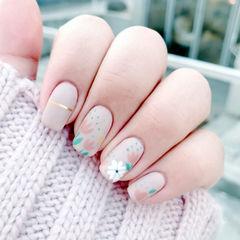 方圆形裸色粉色白色手绘花朵金银线磨砂美甲图片