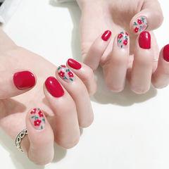 圆形红色手绘花朵新娘美甲图片