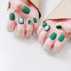 方圆形绿色钻磨砂美甲图片