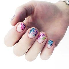 方圆形粉色蓝色紫色手绘夏天树叶美甲图片