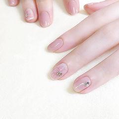 圆形裸色粉色手绘花朵日式简约上班族新娘钻透明感美甲初秋花朵美甲美甲图片