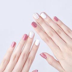 方圆形粉色白色线条简约跳色美甲图片