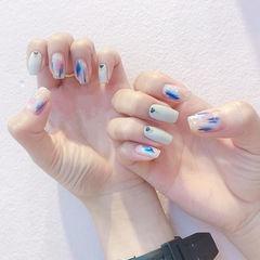方圆形白色粉色蓝色手绘晕染美甲图片