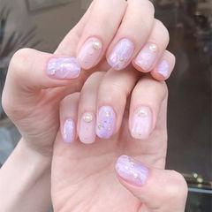 圆形裸色香芋紫色晕染金箔美甲图片