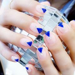 圆形裸色蓝色钻V法式美甲图片