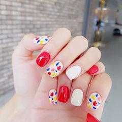 方圆形红色蓝色黄色白色手绘夏天美甲图片