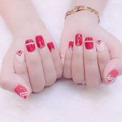 方圆形红色白色手绘线条简约美甲图片