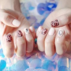方圆形白色裸色黑色手绘豹纹磨砂美甲图片