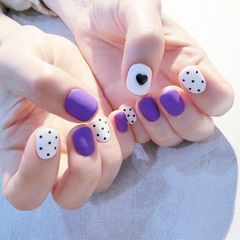 圆形紫色白色波点磨砂心形美甲图片
