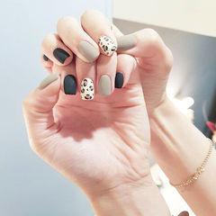 方圆形黑色灰色手绘豹纹磨砂美甲图片
