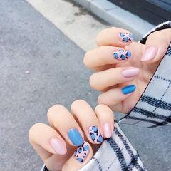 圆形粉色蓝色手绘豹纹磨砂美甲图片