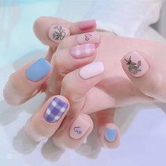 方圆形紫色蓝色粉色白色手绘花朵格纹磨砂美甲图片