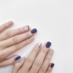方圆形蓝色裸色线条磨砂简约美甲图片