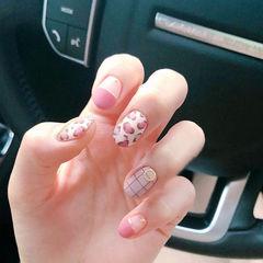 圆形粉色白色手绘豹纹金银线格子磨砂平法式美甲图片