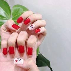 方圆形红色白色手绘花朵简约新娘磨砂美甲图片