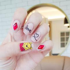 方圆形红色黄色白色钻手绘可爱心形卡通小熊维尼磨砂美甲图片