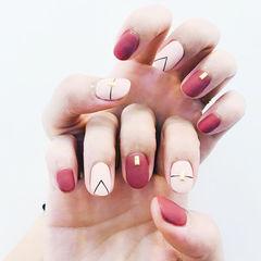 圆形红色裸色磨砂线条简约美甲图片