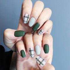 方圆形绿色灰色格纹磨砂美甲图片