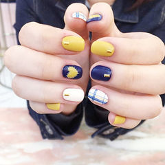 方圆形黄色蓝色白色手绘心形格纹磨砂美甲图片
