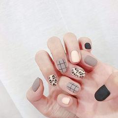 圆形白色灰色黑色手绘豹纹格子磨砂美甲图片