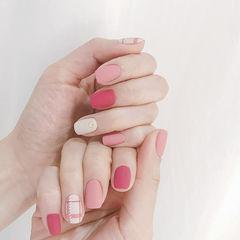 方圆形粉色红色白色格纹磨砂美甲图片