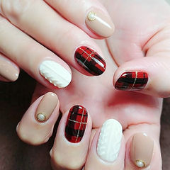 圆形红色裸色白色手绘格纹毛衣纹美甲图片