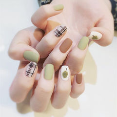 棕色绿色方圆形格纹磨砂手绘美甲图片