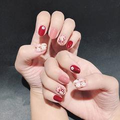 红色粉色圆形新娘花朵手绘美甲图片