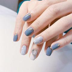 方圆形蓝色白色钻手绘晕染美甲图片
