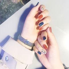 方圆形蓝色焦糖色白色手绘豹纹跳色美甲图片
