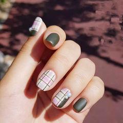 方圆形绿色格纹磨砂珍珠美甲图片